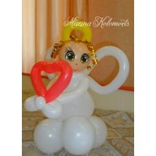 Ангелочек с сердечком из шаров