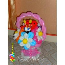 Розовая корзина двойные ромашки из шаров