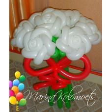Букет белых роз из шаров