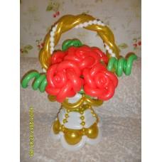 Букет из шаров розы в Корзинке