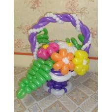 Букет из шаров в фиолетовой корзинке