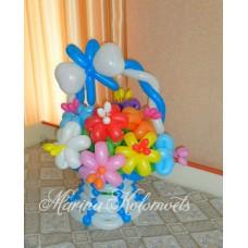 Букет из шаров в голубой корзинке