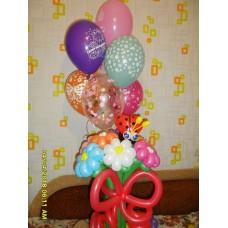 Букет ромашек из шаров с фонтаном гелиевых шаров