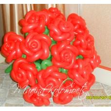 Букет красных роз из шаров