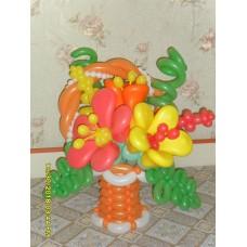 Корзина из шаров с огромными цветами