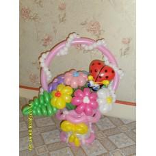 Корзинка из шариков с ромашками
