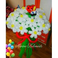 Букет ромашек из шаров с божьей коровкой